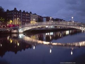 Foto nocturna de Dublin